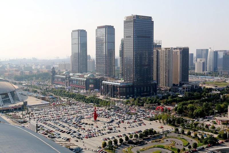 国庆期间无锡太湖广场和南通新区广场,人气差