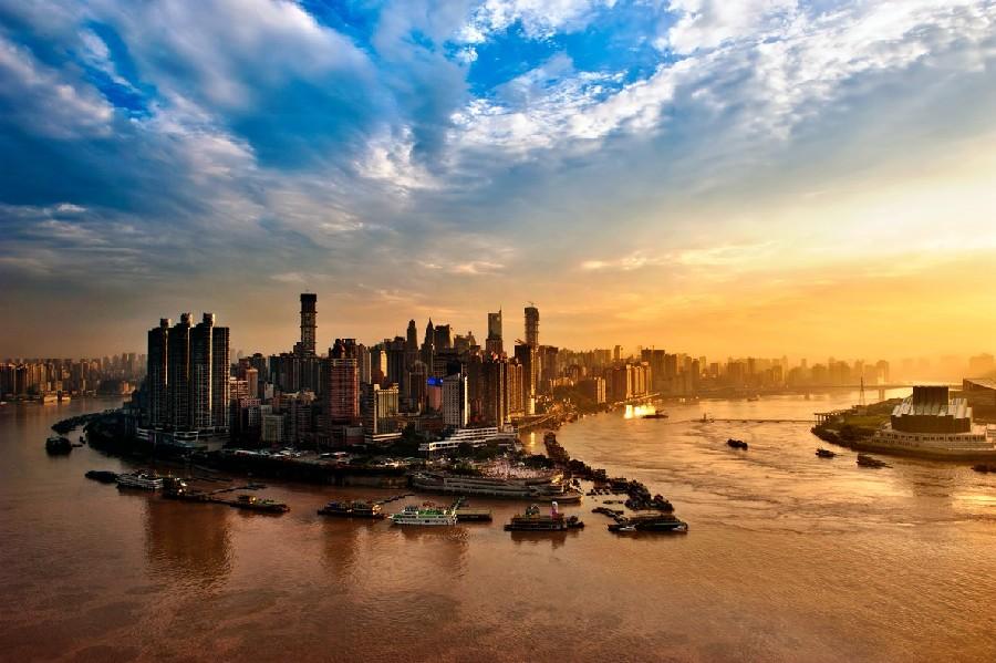 """城门原提有""""古渝雄关""""四个大字,为重庆十七座古城门中规模最大的一座."""