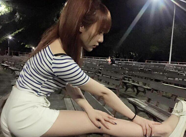 台湾美女坐高铁被骚扰 猥琐男装睡偷摸大腿