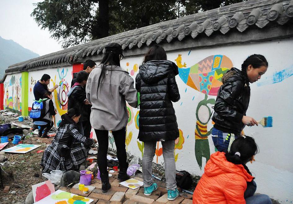 关灾区的孩子共绘画未来蓝图