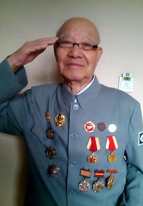 来自江西的95岁抗战老兵张元和将参加抗日战争胜利70周年大阅兵仪式.