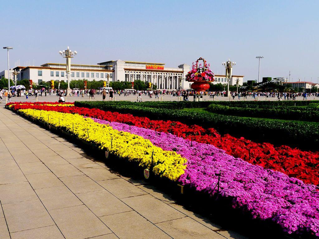 花篮献祖国,喜庆的天安门广场。 - 伯虎才子 - 夕阳红温馨港湾