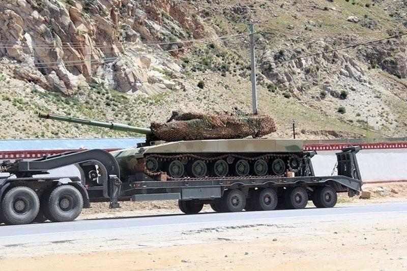 解放军新型轻型坦克清晰照片