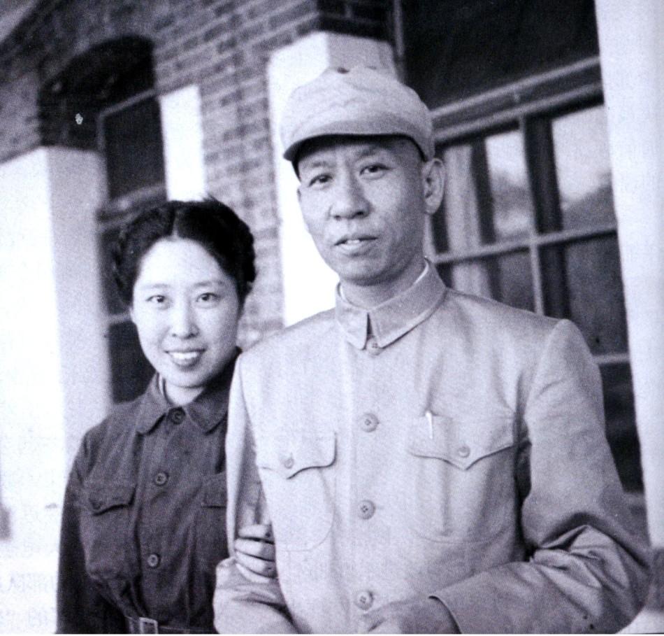 描述:王光美1948年加入中国共产党,并与刘少奇结为