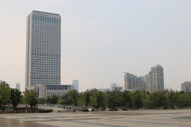 国庆期间网友拍的无锡太湖广场和南通新区广场