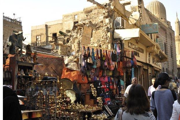 crafts fair      埃及手工艺品市集有贝多因人的地毯,手工编织的棉花