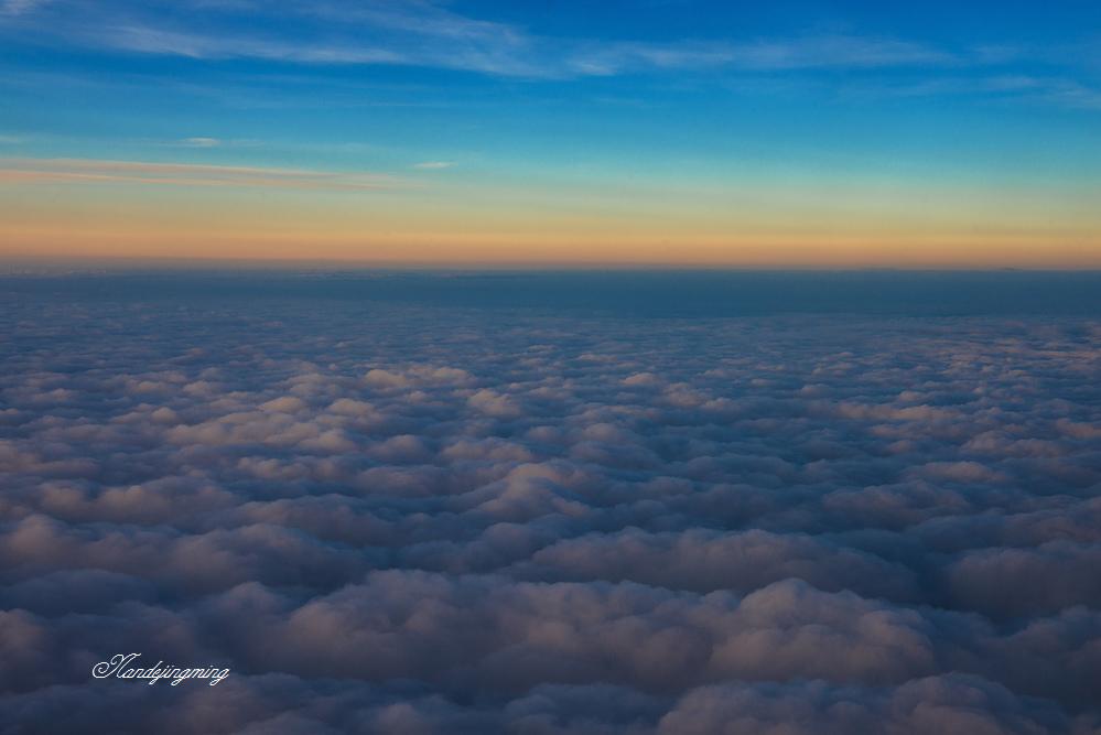 飞机舷窗外的风景