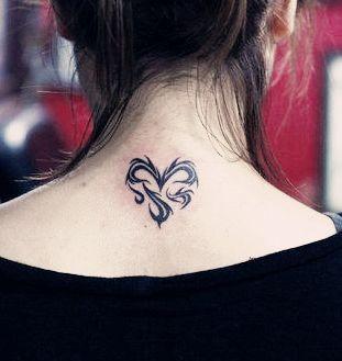 女生纹身纹胸上的图太单调 就是三片四叶草 应该怎么补 看才不单调图片